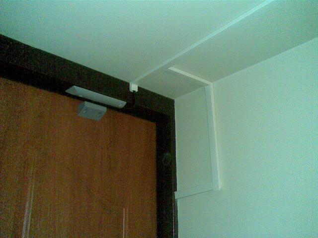 Установка магнито-контактных датчиков на дверь