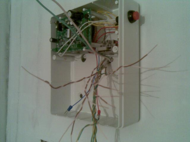 Монтаж контрольной панели проводной охранной сигнализации